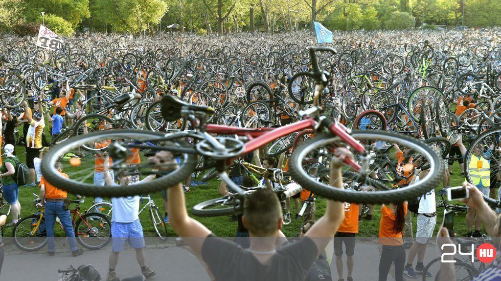 Nagyon sokan bicikliztek vasárnap Budapesten