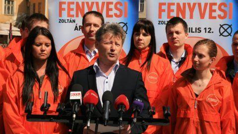 Tapolca, 2015. április 11. Fenyvesi Zoltán, a Fidesz-KDNP tapolcai választásokon induló országgyûlési képviselõjelöltje sajtótájékoztatót tart a tapolcai Malom-tó partján 2015. április 11-én. MTI Fotó: Nagy Lajos