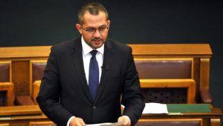 Budapest, 2016. szeptember 27. Gyopáros Alpár, a Fidesz képviselõje felszólal az anyakönyvi eljárásról szóló törvény módosításáról tartott vitában az Országgyûlés plenáris ülésén 2016. szeptember 27-én. MTI Fotó: Kovács Attila