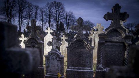 Gara, 2017. október 31.Sírkövek a Bács-Kiskun megyei Gara temetője német sírkertjében 2017. október 31-én, a halottak napja előtt.MTI Fotó: Ujvári Sándor