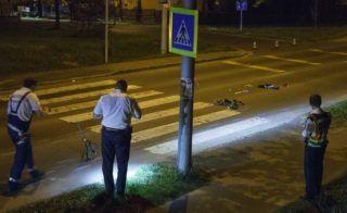 Nagykanizsa, 2018. április 16. Rendõr helyszínel 2018. április 15-én Nagykanizsán a Balatoni úton, ahol egy anyát és kisgyermekét gázolta el a zebrán egy autós. A gázoló segítségnyújtás nélkül elhajtott a helyszínrõl, de a rendõrök késõbb elfogták. Az anyát és gyermekét kórházba vitték, sérülésükrõl nincs információ. MTI Fotó: Varga György