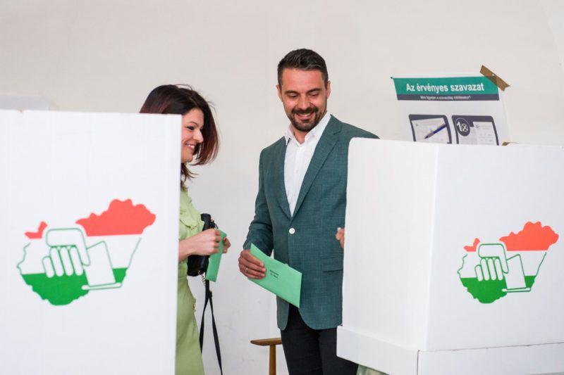 Gyöngyös, 2018. április 8.Vona Gábor, a Jobbik elnöke felesége, Vona-Szabó Krisztina társaságában a gyöngyösi Pátzay János Katolikus Zeneiskolában kialakított szavazókörben az országgyűlési képviselő-választáson 2018. április 8-án.MTI Fotó: Komka Péter