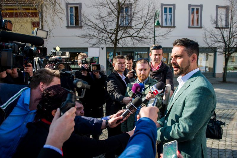 Gyöngyös, 2018. április 8.Vona Gábor, a Jobbik elnöke újságíróknak nyilatkozik, miután szavazott a gyöngyösi Pátzay János Katolikus Zeneiskolában az országgyűlési képviselő-választáson 2018. április 8-án.MTI Fotó: Komka Péter