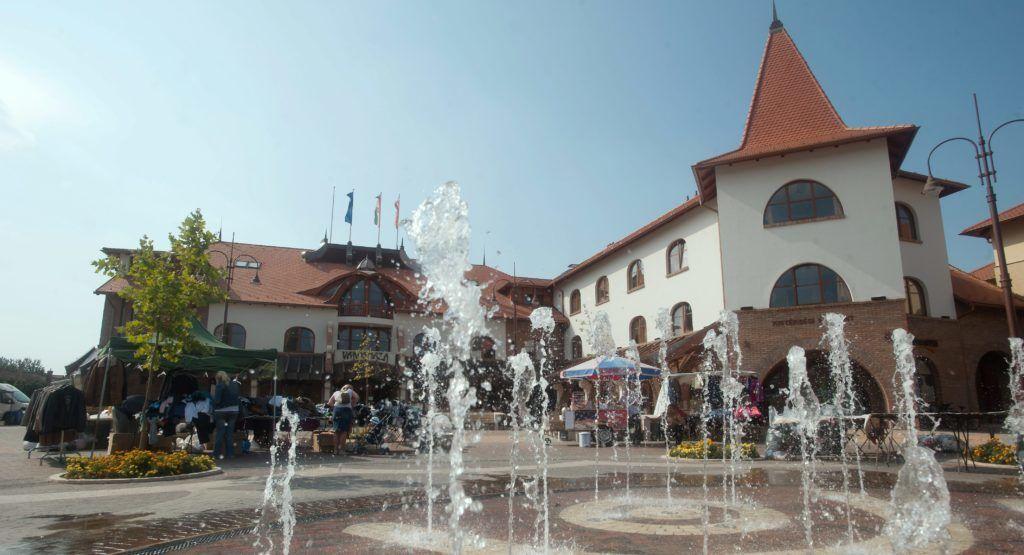 Veresegyház, 2011. szeptember 28. Veresegyház fõtere. Az elmúlt tíz évben a veresegyházi kistérség lakossága növekedett a legnagyobb arányban. 2001-ben 26 548, 2011-ben pedig 38 265 lakosa volt a KSH adatai alapján.  MTI Fotó: Koszticsák Szilárd