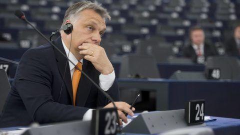 Strasbourg, 2015. május 19. Orbán Viktor miniszterelnök az Európai Parlament (EP) Magyarországról szóló plenáris vitája elõtt Strasbourgban 2015. május 19-én. MTI Fotó: Koszticsák Szilárd