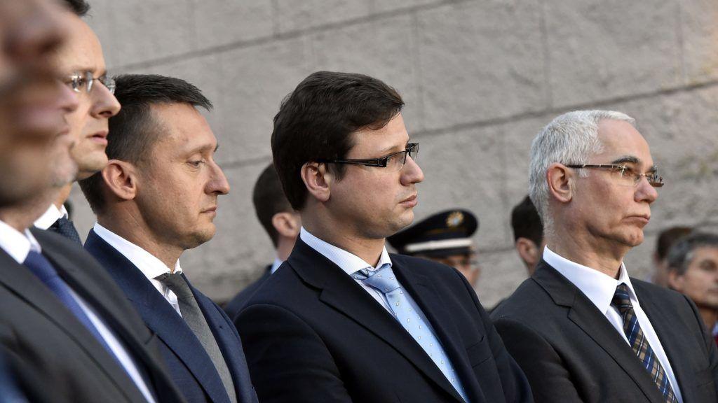 Seeon, 2018. január 5. Szijjártó Péter külgazdasági és külügyminiszter, Rogán Antal, a Miniszterelnöki Kabinetirodát vezetõ miniszter, Gulyás Gergely, a Fidesz frakcióvezetõje és Balog Zoltán, az emberi erõforrások minisztere (b-j) a a Keresztényszociális Unió (CSU) parlamenti képviselõi tanácskozásának második napján tartott sajtótájékoztatón, amelyet a magyar és a bajor miniszterelnök tartott a bajorországi Seeon kolostor udvarán 2018. január 5-én. MTI Fotó: Máthé Zoltán