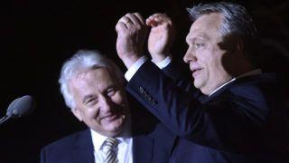 Budapest, 2018. április 8.Orbán Viktor miniszterelnök, a Fidesz elnöke (j) és Semjén Zsolt nemzetpolitikáért felelős miniszterelnök-helyettes, a Kereszténydemokrata Néppárt (KDNP) elnöke a párt választási eredményváró rendezvényén a Bálna Budapest rendezvényközpontban az országgyűlési képviselő-választás napján, 2018. április 8-án.MTI Fotó: Máthé Zoltán