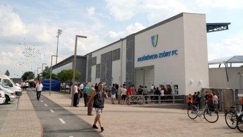 Mezőkövesd, 2016. június 5. A Mezőkövesd Zsóry FC felújított stadionjának bejárata az avatóünnepség napján, 2016. június 5-én. MTI Fotó: Vajda János