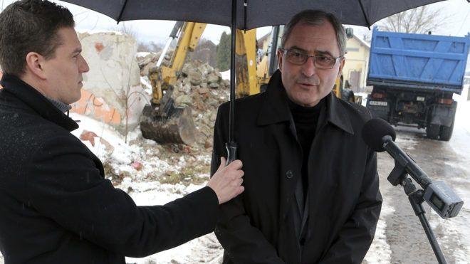 Miskolc, 2018. március 6.Hubay György (Fidesz-KDNP) önkormányzati képviselő, a rendészeti bizottság elnöke sajtótájékoztatót tart a nyomortelep-felszámolás folytatásáról Miskolcon a Kilencedik utcában 2018. március 6-án.MTI Fotó: Vajda János