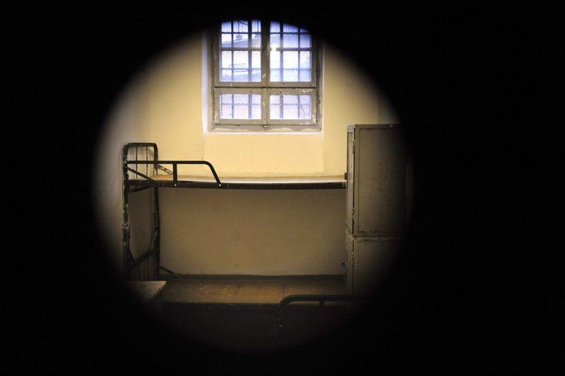 Budapest, 2010. november 18.Börtönzárka a kémlelőnyíláson keresztül a Budapesti Fegyház és Börtön Kozma utcai épületében.MTI Fotó: Beliczay László