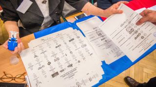 Budapest, 2018. április 8.Szavazólapok az Erzsébetvárosi Kéttannyelvű Általános Iskola, Szakgimnázium és Szakközépiskolában az országgyűlési képviselő-választáson 2018. április 8-án.MTI Fotó: Balogh Zoltán