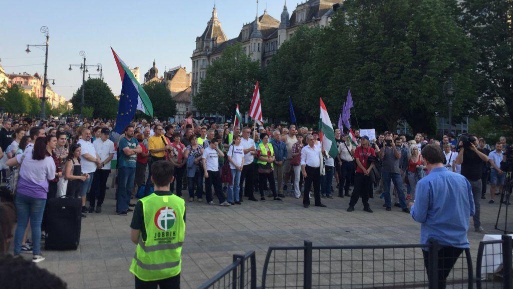 """""""Vidékről kell jönnie a megújulásnak"""" - több városban is kormányellenes tüntetést tartottak"""
