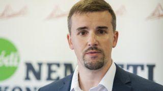 Dunakiliti, 2016. szeptember 8. Jakab Péter, a Jobbik egyik új szóvivõje a párt dunakiliti sajtótájékoztatóján 2016. szeptember 8-án. MTI Fotó: Krizsán Csaba