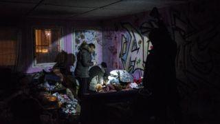 Budapest, 2018. január 29. Mónus Márton, az MTI/MTVA fotóriportere A krízisautó éjszakája címû sorozatának ötödik képe, amely a Menhely Alapítvány munkájáról készült 2017 telén. A fotósorozat elnyerte a 36. Magyar Sajtófotó Pályázat André Kertész Nagydíját 2018. január 28-án. A fotóriporter kapta a Szalay Zoltán-díjat, a legjobb teljesítményt nyújtó 30 év alatti fotográfusnak járó elismerést. MTI Fotó: Mónus Márton