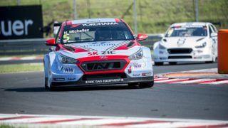 Mogyoród, 2018. április 28. Michelisz Norbert, a BRC Racing Team pilótája Hyundai i20 N TCR versenyautójával a túraautó-világkupa (WTCR) szabadedzésén a mogyoródi Hungaroringen 2018. április 28-án. MTI Fotó: Sóki Tamás