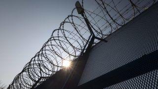 Martonvásár, 2015. március 23. Szögesdrót a Közép-dunántúli Országos Büntetés-végrehajtási Intézet felújított martonvásári börtönének kerítésén 2015. március 23-án. A bõvítési program keretében újra megnyílt börtönben 330 millió forintos felújítás nyomán 126 fogvatartott számára alakítottak ki helyet. MTI Fotó: Szigetváry Zsolt