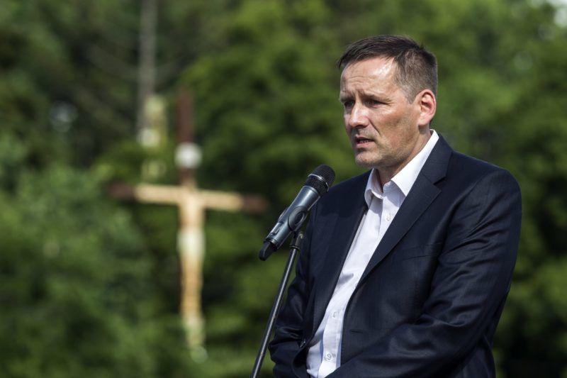 Budapest, 2016. június 4. Volner János, a Jobbik alelnöke beszél a Hatvannégy Vármegye Ifjúsági Mozgalom Trianon-felvonulásán Budapesten, az Ötvenhatosok terén 2016. június 4-én. MTI Fotó: Szigetváry Zsolt