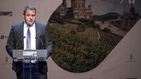 Budapest, 2017. október 16. Guller Zoltán, a Magyar Turisztikai Ügynökség vezérigazgatója beszédet mond a szervezet Turizmus Summit 2017. címû konferenciáján a Mûvészetek Palotájában 2017. október 16-án. MTI Fotó: Szigetváry Zsolt