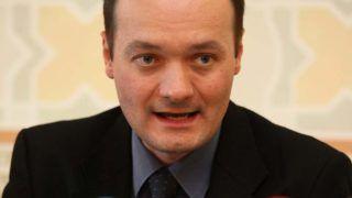 Budapest, 2009. július 30.Ihász Sándor fővárosi főügyész sajtótájékoztatón jelenti be, hogy javaslatára a legfőbb ügyész hivatalvesztéssel sújtotta Varga Gergelyt, a Fővárosi Főügyészség egykori szóvivőjét, eddigi kerületi ügyészt, mert a fegyelmi eljárás eredménye szerint egy ügyben, amelyben ő képviselte a vádat, megengedhetetlen módon egyezkedni kezdett az egyik vádlottal arról, hogy anyagi ellenszolgáltatásért felfüggesztett szabadságvesztést indítványoz a számára.MTI Fotó: -