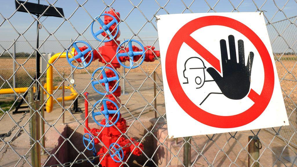 Hajdúszoboszló, 2012. szeptember 30.Tiltó tábla a TIGÁZ Zrt. Debreceni Üzemigazgatóságának 122-es számú gázkútjának kerítésén Hajdúszoboszló határában. A földgázszolgáltatást és földgázelosztást végző Zrt. 11 megyében látja el energiával a fogyasztókat. MTVA/Bizományosi: Oláh Tibor ***************************Kedves Felhasználó!Az Ön által most kiválasztott fénykép nem képezi az MTI fotókiadásának, valamint az MTVA fotóarchívumának szerves részét. A kép tartalmáért és a szövegért a fotó készítője vállalja a felelősséget.