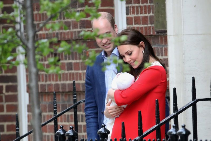 LONDON, ENGLAND - APRIL 23:  Catherine, Duchess of Cambridge and Prince William, Duke of Cambridge depart the Lindo Wing with their newborn son at St Mary's Hospital on April 23, 2018 in London, England. The Duchess safely delivered a son at 11:01 am, weighing 8lbs 7oz, who will be fifth in line to the throne.  (Photo by Mike Marsland/Mike Marsland/ WireImage)