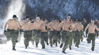 Pjongcsang, 2017. december 19. Dél-koreai és amerikai tengerészgyalogosok egy közös téli hadgyakorlaton vesznek részt a Szöultól 200 kilométerre keletre fekvõ Pjongcsangban 2017. december 19-én. (MTI/EPA/Kim Hi Csul)