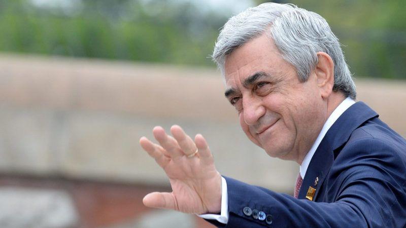 Varsó, 2018. április 23.2016. július 9-i kép: Szerzs Szargszján akkori örmény államfő a NATO-tagállamok csúcstalálkozójának második napi ülésére érkezik Varsóban. Szargszján 2018. április 23-án lemondott kormányfői posztjáról, miután az ellenzék tizenegy napja tüntet Szargszján kormányfővé választása ellen. A volt államelnököt április 17-én választotta miniszterelnökké a jereváni parlament. (MTI/EPA/Jacek Turczyk)
