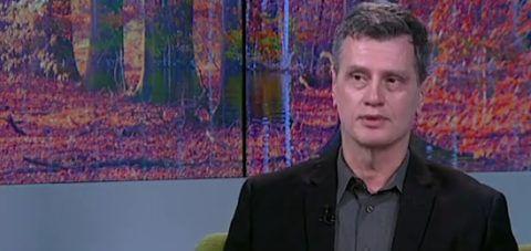 Kádasi Csaba, a Látótér szerkesztője a HírTV képernyőjén