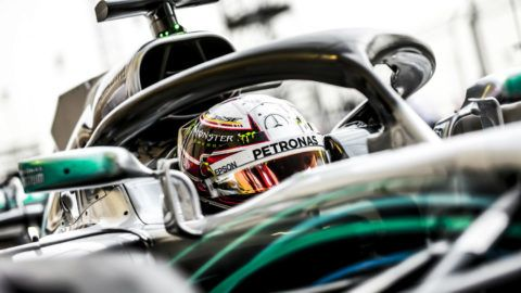 Hamilton már az időmérő előtt megszívta Bahreinben