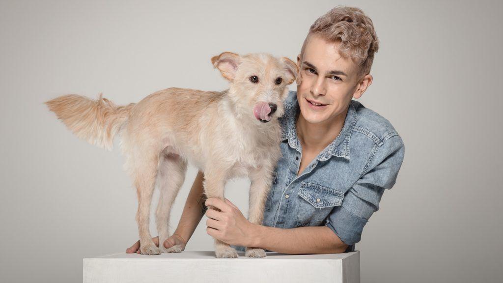 Pacsi!, az RTL Klub reality műsora, illetve a két házigazda, Kevin kutya és Molnár Karesz. Fotó: Vizslafotózás/ Göblyös Péter
