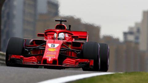 Vettelé a pole, Hamilton csak szenved Kínában