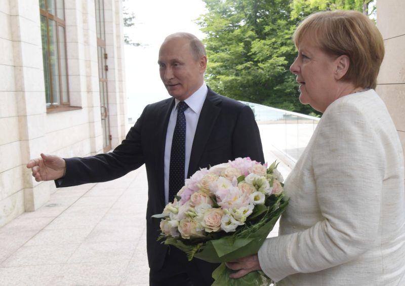 5504376 18.05.2018 May 18, 2017. President Vladimir Putin and Federal Chancellor Angela Merkel at a meeting in Sochi. Sergey Guneev / Sputnik