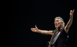 Budapest, 2018. május 2. Roger Waters énekes, basszusgitáros, zeneszerzõ, a brit Pink Floyd együttes egykori frontembere ad koncertet a Papp László Budapest Sportarénában 2018. május 2-án. MTI Fotó: Balogh Zoltán