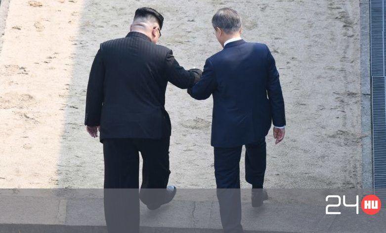Váratlanul találkozott a két koreai elnök