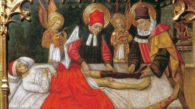 Chirurgie : transplantation (greffe) de la jambe d'un maure sur l'empereur byzantin Justinien Ier (Flavius Petrus Sabbatius Justinianus) (482-565) par saints Cosme (Come ou Cosimo) et Damien. Detail du retable des saints martyrs Abdon et Sennen (aussi appeles Abdo, (Abdus) et (Sennes, Senoux, Sennis, Zennen) de Jaume Huguet (1414-1492), tempera sur bois, 1460-1461. Eglise de Santa Maria de Tarrasa, Barcelone. ©PrismaArchivo/Leemage