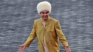 Turkmenistan's President Gurbanguly Berdymukhamedov takes part in celebrations for the Day of the Horse in Ashgabat on April 28, 2018. / AFP PHOTO / Igor SASIN
