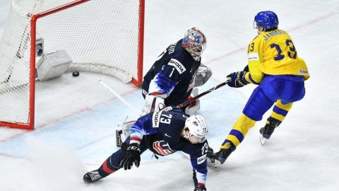 Sweden's Mattias Janmark (R) scores during the semifinal match Sweden vs USA of the 2018 IIHF Ice Hockey World Championship at the Royal Arena in Copenhagen, Denmark, on May 19, 2018. / AFP PHOTO / JOE KLAMAR