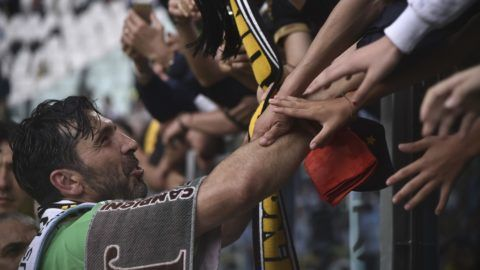 Juventus' goalkeeper from Italy Gianluigi Buffon greets fans at the end of the Italian Serie A football match Juventus versus Verona, on May 19, 2018 at the Allianz Stadium in Turin.   Italy great Gianluigi Buffon played his last game with Juventus team today after 17-year with the Serie A champions. / AFP PHOTO / Marco BERTORELLO