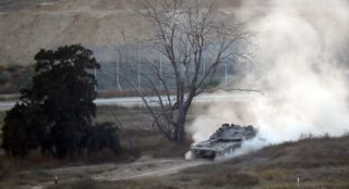 An Israeli army tank patrols along the border between Israel and the Gaza Strip on May 29, 2018. Israel said it struck dozens of militant targets in the Gaza Strip today in response to a barrage of mortar and rocket fire from the Palestinian enclave in the most severe military flare-up since a 2014 war. / AFP PHOTO / Jack GUEZ