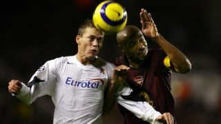 Sparta Prague's Pavel Pergl (L) competes for the ball against Arsenal's French striker Thierry Henry during their Champions League Group B  football match at Highbury in London, 02 November 2005. AFP PHOTO ADRIAN DENNIS / AFP PHOTO / ADRIAN DENNIS