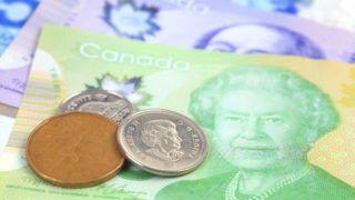 Canadian dollars. Elisabeth II