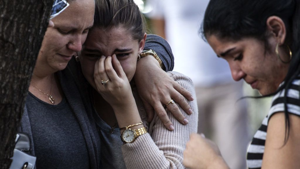 dpatop - 19 May 2018, Cuba, Havana: Three women shed tears after the identification of the victims of the Havana airplane crash at the institute for forensice medicine. 24 hours after a plane crash in Havana, the reasons for the crash remain still unclear. It is unlikely that other passengers had survived the crash apart from three severely injured passengers. The aircraft had been in service for almost 40 years. Photo: Eliana Aponte/dpa