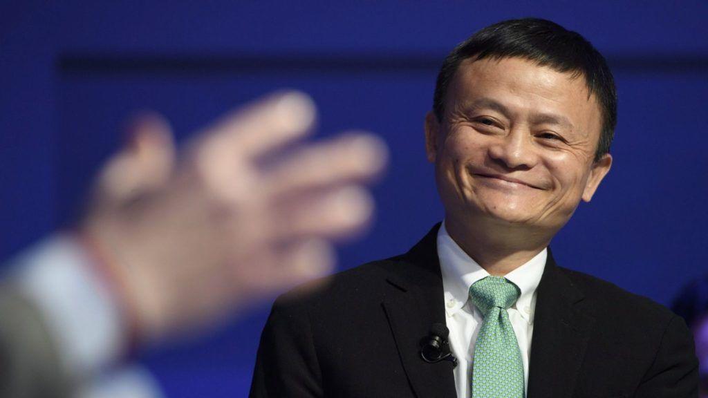 Davos, 2017. január 18. Jack Ma, az Alibaba.com kínai internetes kereskedelmi cég vezérigazgatója a 47. Világgazdasági Fórum egyik panelbeszélgetésén a svájci Davosban 2017. január 18-án, a négynapos tanácskozás második napján. (MTI/EPA/Laurent Gillieron)