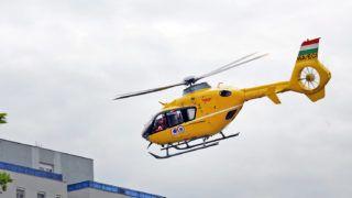 Debrecen, 2015. május 15.Az Airbus Helicopters által gyártott EC135 típusú, két hajtóműves mentőhelikopter szolgálatban Debrecen felett. A helikopter a debreceni légibázisról  átlagosan napi háromszori felszállással, négy megyében teljesít szolgálatot. Az Országos Mentőszolgálat (OMSZ) mind a hét mentőhelikopter-állomásán olyan gépek szolgálnak, amelyek megfelelnek az európai uniós követelményeknek. A hét hazai, rendszerbe állított mentőhelikopter évente mintegy 2500 mentési feladatot lát el.MTVA/Bizományosi: Oláh Tibor ***************************Kedves Felhasználó!Az Ön által most kiválasztott fénykép nem képezi az MTI fotókiadásának, valamint az MTVA fotóarchívumának szerves részét. A kép tartalmáért és a szövegért a fotó készítője vállalja a felelősséget.