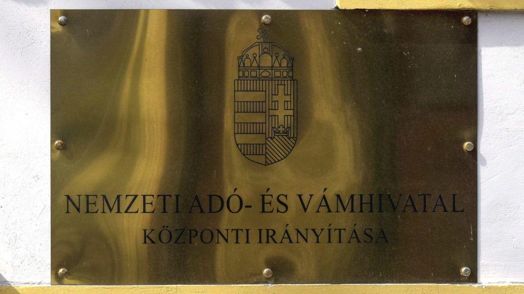 Budapest, 2017. március 25. A Nemzeti Adó- és Vámhivatal (NAV) Központi Irányítás cégtáblája a VIII. kerület Delej utca 20-ban. MTVA/Bizományosi: Róka László  *************************** Kedves Felhasználó! Ez a fotó nem a Duna Médiaszolgáltató Zrt./MTI által készített és kiadott fényképfelvétel, így harmadik személy által támasztott bárminemû – különösen szerzõi jogi, szomszédos jogi és személyiségi jogi – igényért a fotó készítõje közvetlenül maga áll helyt, az MTVA felelõssége e körben kizárt.