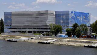 Budapest, 2017. június 27.A FINA 2017-es vizes világbajnokságra készült Duna Aréna épülete, előtérben a felújított rakpart hajókikötőkkel.MTVA/Bizományosi: Róka László ***************************Kedves Felhasználó!Ez a fotó nem a Duna Médiaszolgáltató Zrt./MTI által készített és kiadott fényképfelvétel, így harmadik személy által támasztott bárminemű – különösen szerzői jogi, szomszédos jogi és személyiségi jogi – igényért a fotó készítője közvetlenül maga áll helyt, az MTVA felelőssége e körben kizárt.