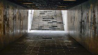 Budapest, 2017. szeptember 2. Elhanyagolt, lepusztult aluljáró és lépcsõ a Petõfi híd alatt. MTVA/Bizományosi: Róka László  *************************** Kedves Felhasználó! Ez a fotó nem a Duna Médiaszolgáltató Zrt./MTI által készített és kiadott fényképfelvétel, így harmadik személy által támasztott bárminemû – különösen szerzõi jogi, szomszédos jogi és személyiségi jogi – igényért a fotó készítõje közvetlenül maga áll helyt, az MTVA felelõssége e körben kizárt.