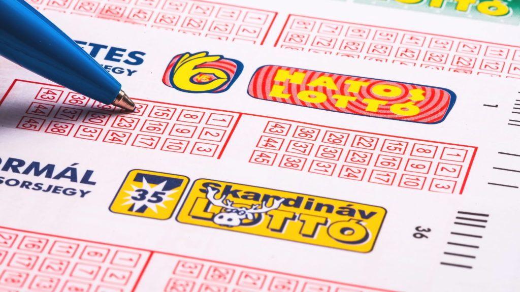 Budapest, 2014. október 23.  Lottószelvények a Szerencsejáték Zrt.-vel és a lottózással kapcsolatos hírek illusztrálására. MTVA/Bizományosi: Faludi Imre  *************************** Kedves Felhasználó! Az Ön által most kiválasztott fénykép nem képezi az MTI fotókiadásának, valamint az MTVA fotóarchívumának szerves részét. A kép tartalmáért és a szövegért a fotó készítõje vállalja a felelõsséget.