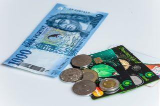Budapest, 2018. március 15. A megújult ezer forintos bankjegy, különbözõ pénzérmékkel és bankkártyákkal. A Magyar Nemzeti Bank megújított ezer forintos bankjegyet bocsátott ki 2018. március 1-tõl. A régi 1000 forintos bankjegyek 2018. október 31-ig használhatóak a készpénzforgalomban. MTVA/Bizományosi: Faludi Imre  *************************** Kedves Felhasználó! Ez a fotó nem a Duna Médiaszolgáltató Zrt./MTI által készített és kiadott fényképfelvétel, így harmadik személy által támasztott bárminemû – különösen szerzõi jogi, szomszédos jogi és személyiségi jogi – igényért a fotó készítõje közvetlenül maga áll helyt, az MTVA felelõssége e körben kizárt.