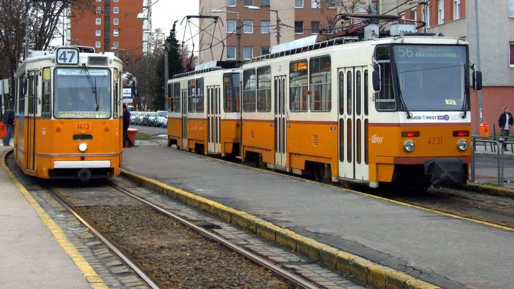 Budapest, 2016. február 2. A BKK-BKV 47-es és a budai fonódó villamos vonalán közlekedõ 56-os járatának szerelvényei a fõváros XXII. kerületében, a Városház téren, a budafoki végállomáson. MTVA/Bizományosi: Jászai Csaba  *************************** Kedves Felhasználó! Ez a fotó nem a Duna Médiaszolgáltató Zrt./MTI által készített és kiadott fényképfelvétel, így harmadik személy által támasztott bárminemû – különösen szerzõi jogi, szomszédos jogi és személyiségi jogi – igényért a fotó készítõje közvetlenül maga áll helyt, az MTVA felelõssége e körben kizárt.
